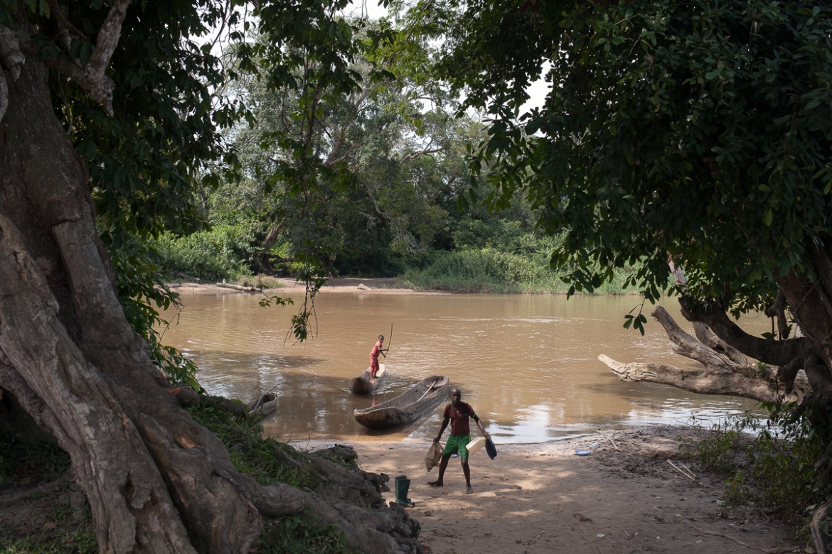 Bombe river marks the frontier between the CAR and Cameroon. All along the 900km-long border between the two countries, nearly 250,000 Central Africans have taken refuge in Cameroon since the Seleka ousted Bozize from power. [Adrienne Surprenant/Al Jazeera]