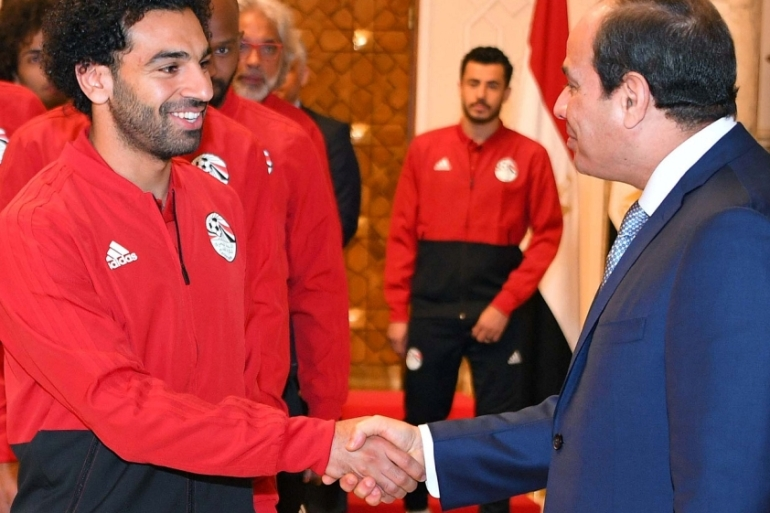 President el-Sisi shakes hands with Mo Salah at the presidential palace in Cairo before the Egyptian national team leaves the country to attend the World Cup in Russia, June 9, 2018 [Handout/Reuters]
