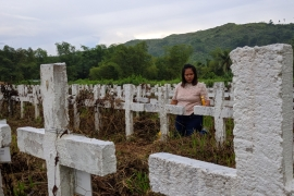 Caroline  Corate  visits  the  hundreds  of  unmarked  graves  in  Tacloban,  remembering  her  father  who  was  killed  in  Typhoon  Haiyan.  [Al Jazeera]