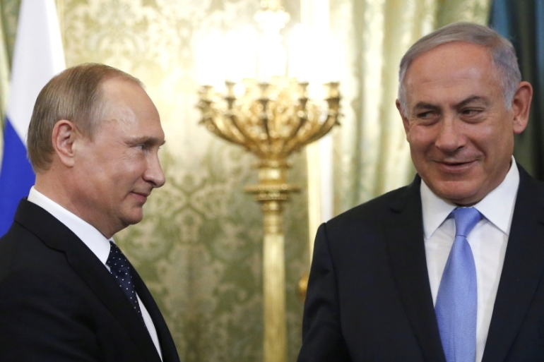 Russian President Vladimir Putin welcomes Israeli Prime Minister Benjamin Netanyahu during a meeting at the Kremlin in Moscow, Russia June 7, 2016 [Reuters/Maxim Shipenkov]