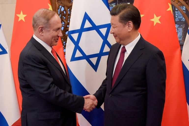 China's President Xi Jinping and Israel's Prime Minister Benjamin Netanyahu shake hands before talks in Beijing, China March 21, 2017. [Etienne Oliveau/Reuters]