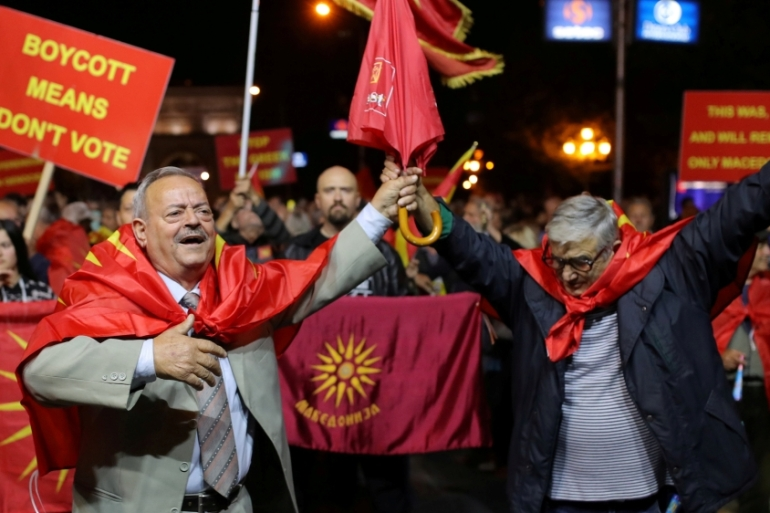 Protesters calling for a boycott of a referendum on changing Macedonia's name to North Macedonia in Skopje on September 30, 2018 [Reuters/Marko Djurica]