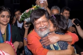Bangladeshi photographer Shahidul Alam reacts as he is released from Dhaka Central Jail, Keraniganj, near Dhaka, on November 20, 2018 [AFP]