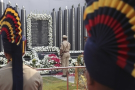 Police officers pay tribute to victims of November 26, 2008 attacks at a memorial in Mumbai [Rafiq Maqbool/AP]