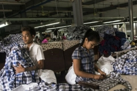 Workers at a clothing factory in Yangon [Ye Aung Thu/AFP] [AFP]