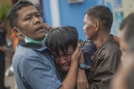 Indonesian officials say the death toll could rise further after a tsunami hit Sunda Strait [Fauzy Chaniago/AP Photo]