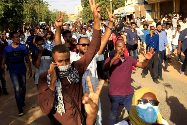 Sudanese demonstrators chant slogans as they march along the street during anti-government protests in Khartoum, Sudan on December 25, 2018 [Reuters/Mohamed Nureldin Abdallah]