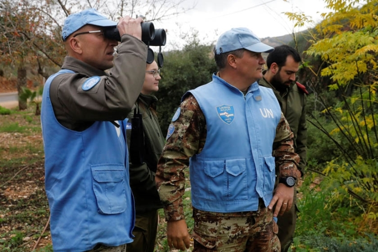 UN peacekeepers and Israeli soldiers look towards the border with Lebanon [Ronen Zvulun/Reuters]