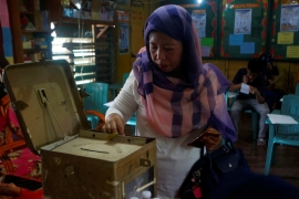 A woman casts her vote during the plebiscite on Bangsamoro Organic Law at a voting precinct in Sultan Kudarat, Maguindanao province, January 21, 2019 [Marconi B Navales/Reuters]