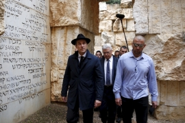 Heinz-Christian Strache, head of the far-right Austrian FPO, visits Yad Vashem's Holocaust History Museum in Jerusalem, April 12, 2016 [File: Ronen Zvulun/Reuters]