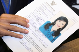 Thai Raksa Chart Party leader holds up candidacy application of Thailand's Princess Ubolratana at the Election Commission office in Bangkok, February 8, 2019 [Athit Perawongmetha/Reuters]