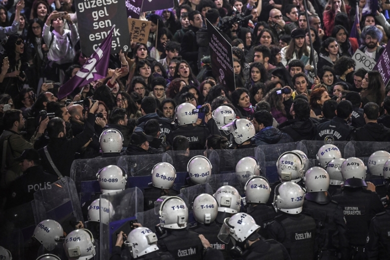 Thousands of people gathered in Istanbul in defiance of a ban on protests [Ozan Kose/AFP]