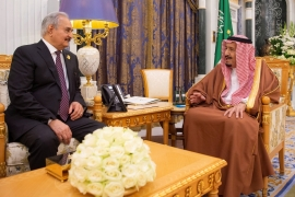 King Salman bin Abdulaziz, right, meets Khalifa Haftar, left, in Riyadh on March 27, 2019 [Courtesy of Saudi Royal Court/Handout via Reuters]