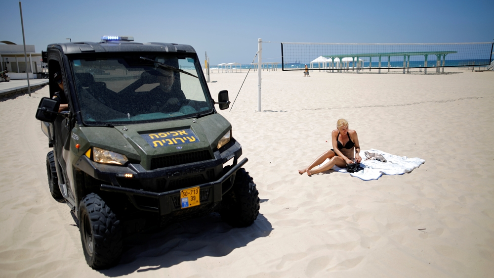 Municipality workers told beachgoers to leave following rocket fire in Ashkelon [Amir Cohen/Reuters]