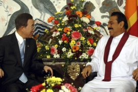 UN Secretary-General Ban Ki-Moon speaks to Sri Lankan President Mahinda Rajapaksa at the presidential residence in Kandy on May 23, 2009 [Reuters]