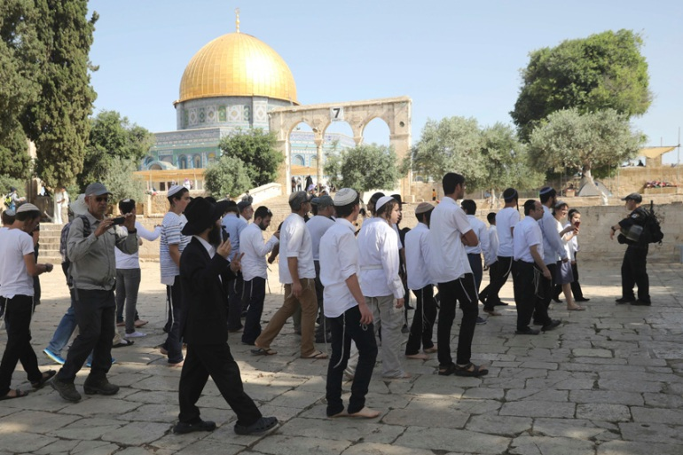 Jews were allowed into the Al-Aqsa Mosque compound during the last days of Ramadan for the first time in decades [Mahmoud Illean/AP]