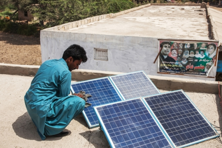 With many transmission lines operating at full capacity, Pakistan and the World Bank are trying to identify the best locations to site new renewable generation capacity [Asim Hafeez/Bloomberg]