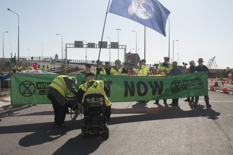 The blockade came as Extinction Rebellion called for a global mobilisation beginning on October 7 [Ylenia Gostoli/Al Jazeera]