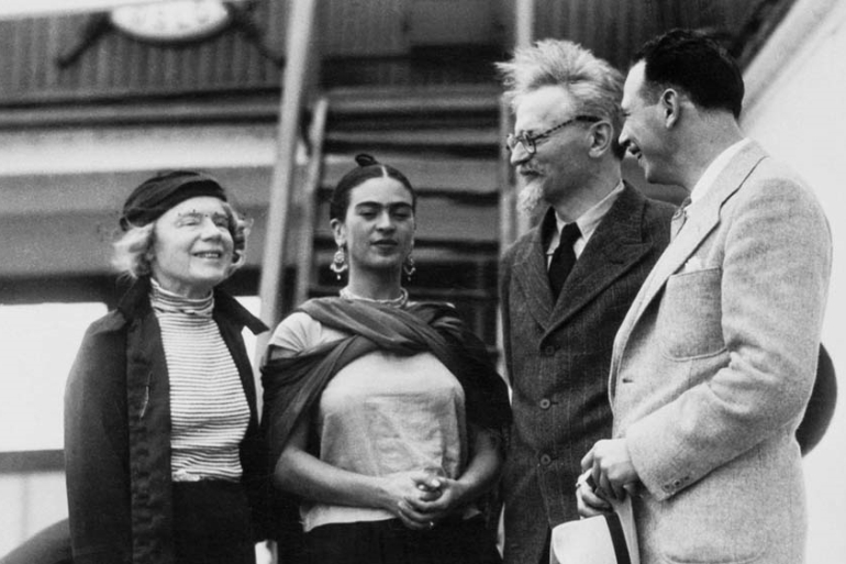 Russian Marxist Leon Trotsky  and his second wife, Natalia Sedova, are greeted by Mexican painter Frida Kahlo [File: Getty Images]