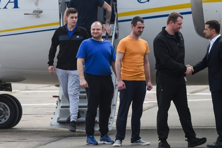 Ukraine's President Zelensky welcomes prisoners released by Russia as there arrive in Kiev [Sergei Supinsky/AFP]