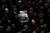 People attend a symbolic funeral prayer for Saudi journalist Jamal Khashoggi at the courtyard of Fatih mosque in Istanbul, Turkey November 16, 2018. [Huseyin Aldemir/Reuters]