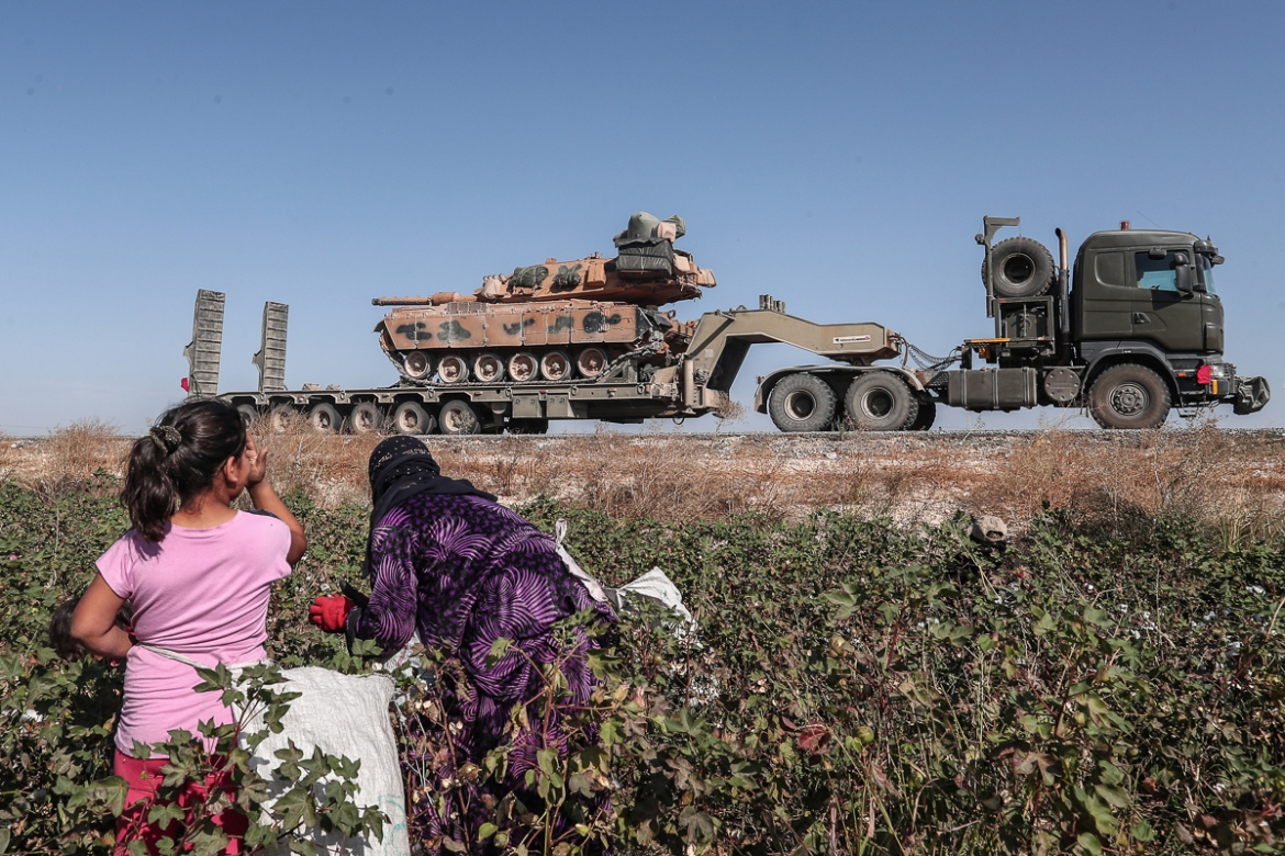Turkish military vehicles carrying tanks as they are on the way to northern Syria. [Sedat Suna/EPA]
