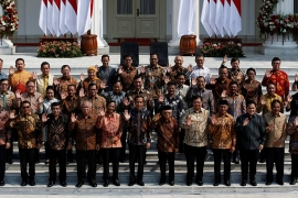 Indonesian President Joko Widodo, Vice President Ma'ruf Amin, and newly appointed cabinet ministers pose on the steps of the Presidential Palace in Jakarta [Willy Kurniawan/Reuters]