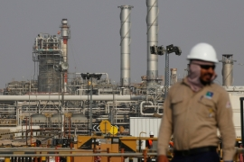 Saudi Aramco's profits have been ravaged by the slump in oil prices this year, but it plans to maintain its dividend payments to shareholders, including the Saudi government [File: Maxim Shemetov/Reuters]