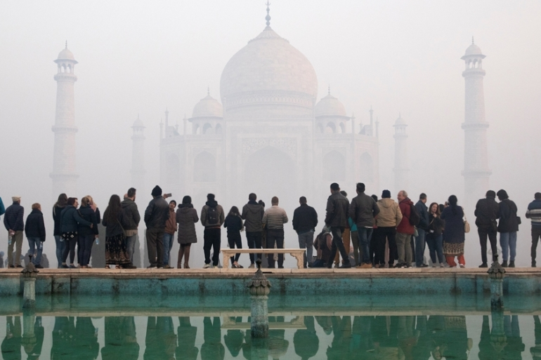 About 200,000 domestic and international tourists cancelled or postponed their trip to the Taj Mahal in two weeks [Andrew Kelly/Reuters]