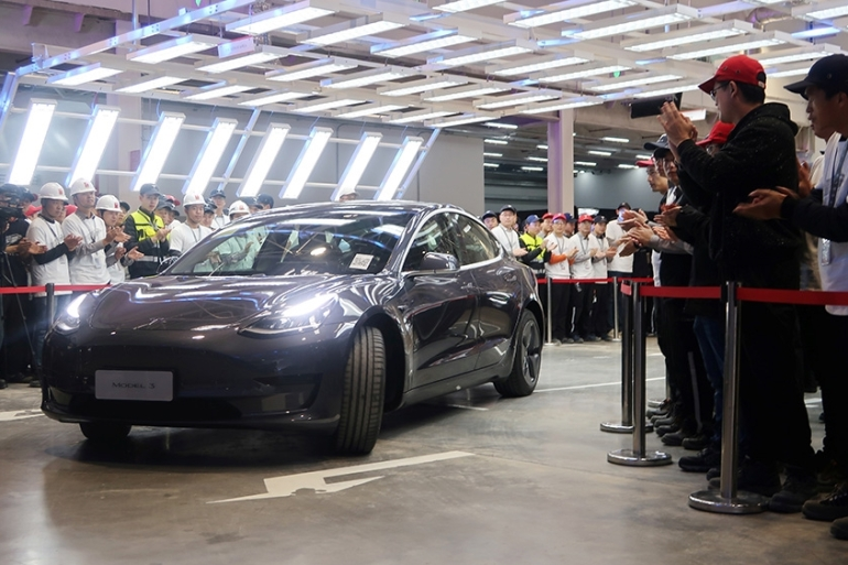 Boosted by demand for its Model 3 sedans as overseas sales pick up, Tesla Inc reported it delivered 112,00 vehicles in the fourth quarter, sending its shares up more than 5.5 percent on Friday [File: Yilei Sun/Reuters]