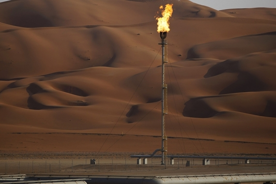 On Tuesday, the International Energy Agency slashed forecasts for world oil demand in the first quarter as countries hunker down to contain new coronavirus outbreaks [File: Simon Dawson/Bloomberg]