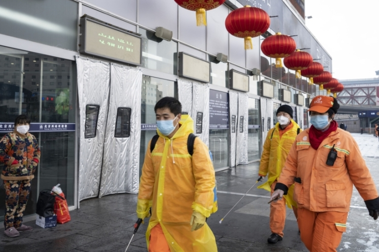 As the number of deaths due to the coronavirus continues to increase and travel across China remains restricted, businesses have delayed restarting operations [File: Giulia Marchi/Bloomberg]