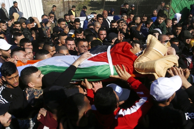 Palestinians carry the body of Yazan Abu Tabekh during his funeral in the West Bank city of Jenin [Majdi Mohammed/The Associated Press]
