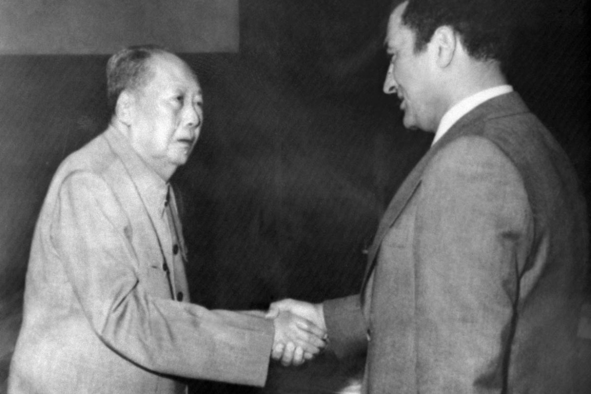 In this April 20, 1976 photo, Egypt's Vice President Hosni Mubarak, right, shakes hands with Chinese leader Mao Zedong, left. [AFP]