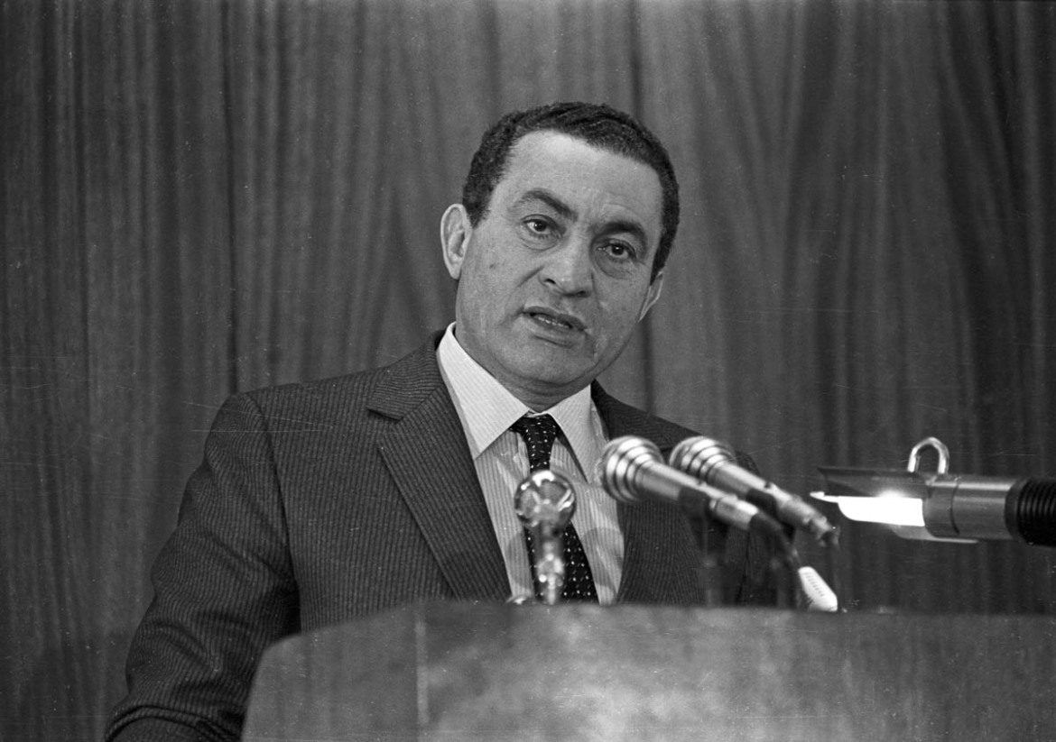 Egyptian President Hosni Mubarak gives a speech at Cairo's Police Academy on January 24, 1985. He defended his country's human rights record and praised the role of security authorities in maintaining order. [Reuters]