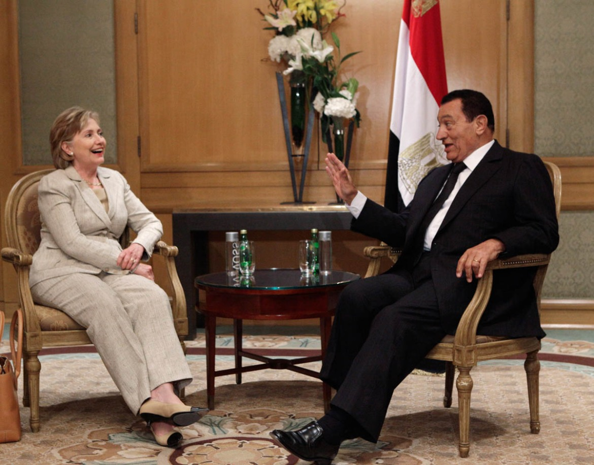 Egyptian President Hosni Mubarak meets US Secretary of State Hillary Rodham Clinton for talks on the Middle East peace process during his visit to Washington, DC, on August 17, 2009. [J Scott Applewhite/AP Photo]