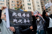 People march to protest against the government's plan to set up a quarantine site close to their community amid the Wuhan coronavirus outbreak, in Hong Kong, China Feb 2, 2020 [Tyrone Siu/Reuters]