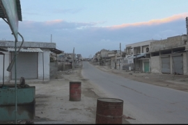 Syria's Idlib sees ghost towns as hundreds of thousands flee