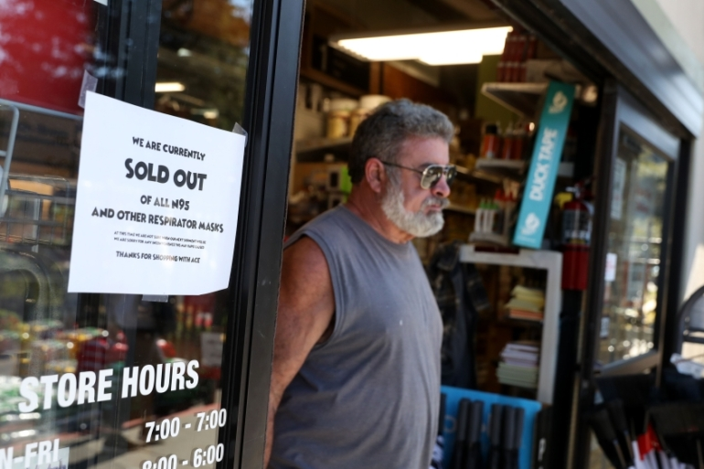 A sign tells customers that all N95 protective masks are sold out at a hardware store in California [Justin Sullivan/Getty Images/AFP]