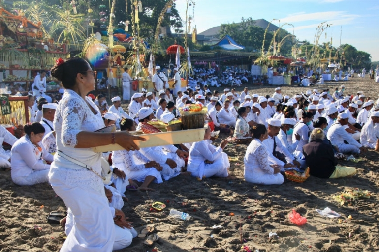 Melasti is a ceremony to cleanse the world of bad karma and takes place just before Nyepi, Bali''s most important festival. Hundreds turned up for the ceremonies even as concern grew about coronavirus on the island and across Indonesia [Al Jazeera]