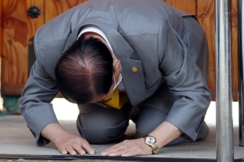 Lee Man-hee, founder of the Shincheonji Church of Jesus, bows to the floor in March amid public anger at a surge in coronavirus cases linked to his organisation [File: Yonhap via Reuters]