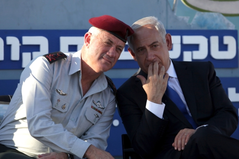 Israeli Prime Minister Benjamin Netanyahu speaks with Israeli Chief of Staff Lt Gen Benny Gantz during a graduation ceremony of navy officers in Haifa on September 11, 2013 [AP/Dan Balilty]