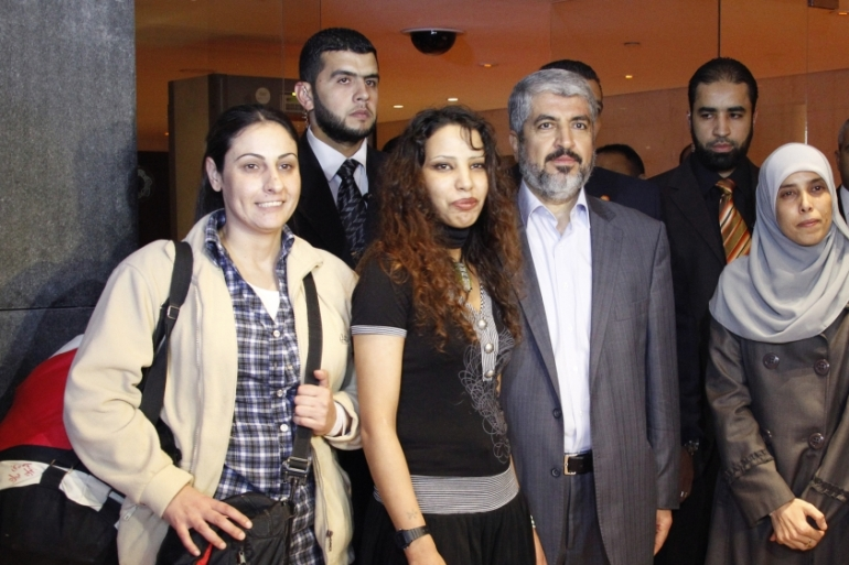 Palestinian women pose with Hamas leader Khaled Meshaal after their release from Israeli jails as part of a prisoner swap deal for Israeli soldier Gilad Shalit on October 18, 2011[Reuters/Jamal Saidi]