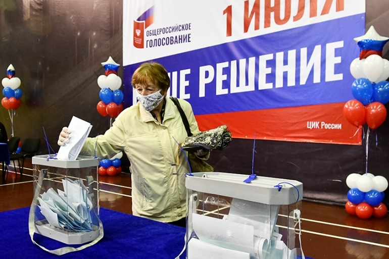 A woman casts her ballot at a polling station in Vladivostok [Yuri Maltsev/Reuters]