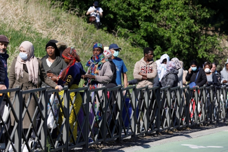 Residents line up to get free food from the ACLEFEU association in Clichy-sous-Bois near Paris during a coronavirus lockdown in France on April 22, 2020 [File: Reuters/Charles Platiau]