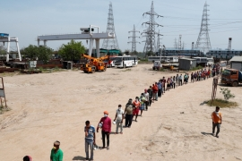 Labourers stand in line for free food at a construction site where activity has been halted due to nationwide coronavirus-related lockdown in New Delhi on April 10, 2020 [File: Reuteres/Adnan Abidi]