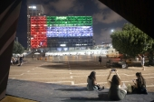 Tel Aviv City Hall is lit up in the colours of the UAE flag following the Gulf country's decision to establish full diplomatic ties with Israel, Tel Aviv, Israel, Aug 13, 2020 [AP Photo/Oded Balilty]