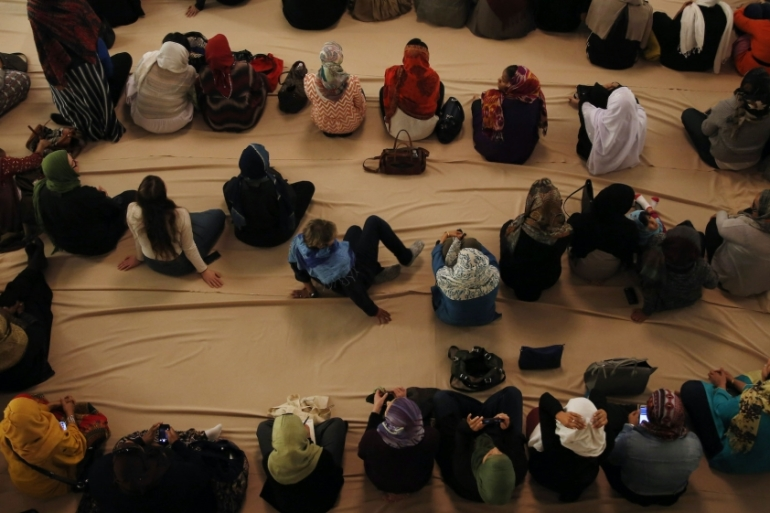 Muslim American women are seen as they wait for prayers to begin at the Pico Union Project in Los Angeles, US, January 30, 2015 [Katie Falkenberg/Los Angeles Times via Getty Images]