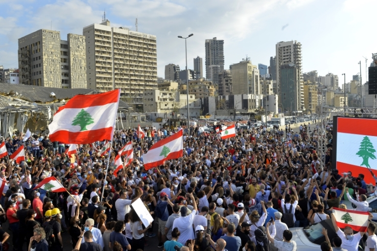 Lebanese demonstrators gather to march towards the parliament building following the resignation of the government [Houssam Shbaro/Anadolu]