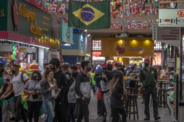 Brazil has recorded more than 2.8 million virus cases and more than 95,000 deaths from COVID-19 as the pandemic spreads across the country, making it the worst global hotspot after the US [File: Jonne Roriz/Bloomberg]